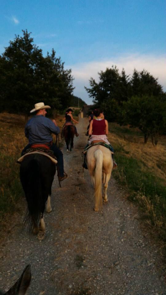 Passeggiata a cavallo a Cà del Monte al tramonto