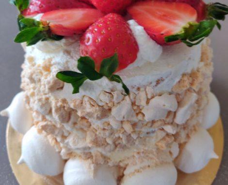 Torta artigianale con meringa